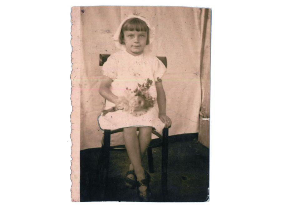 Terenia Ferenc w dniu Matki Boskiej Zielnej. Fotografia wykonana tuż przed wojną (fot. archiwum autorki)