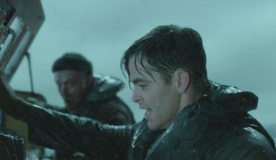 Chris Pine płynie ocalić Caseya Afflecka