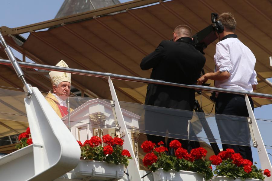 Arcybiskup metropolita szczecińsko-kamieński Andrzej Dzięga wygłasza homilię podczas 24. Pielgrzymki Rodziny Radia Maryja na Jasnej Górze