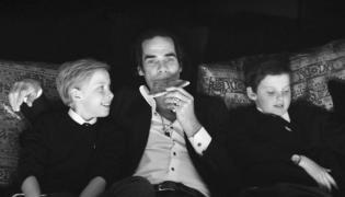Gwiazdy, które straciły dziecko: Nick Cave z synami