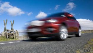 Policja prowadzi śledztwo ws. handlu felgami samochodowymi