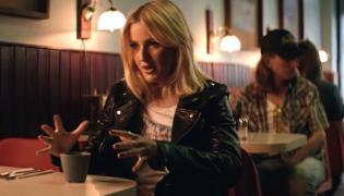 SuperEllie Goulding w klipie Major Lazer