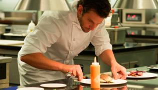 Bradley Cooper czaruje w kuchni