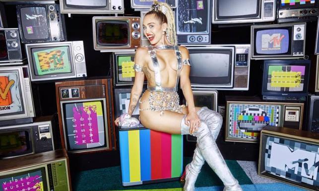 Biusty, nogi, pupy... Festiwal nagości na kolejnej gali MTV [ZDJĘCIA]