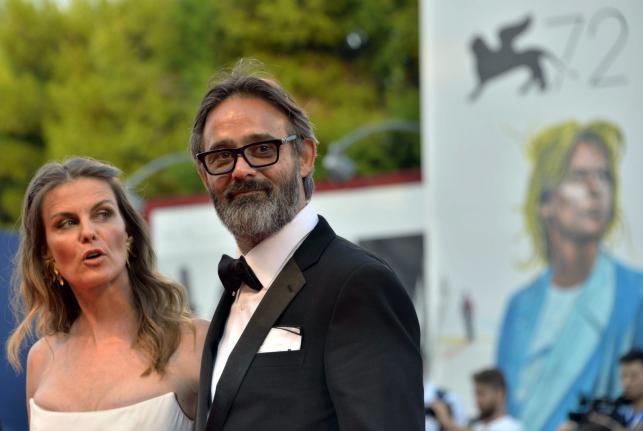 """Reżyser Baltasar Kormakur z żoną Lilją Palmadottir na premierze """"Everestu"""" w Wenecji"""