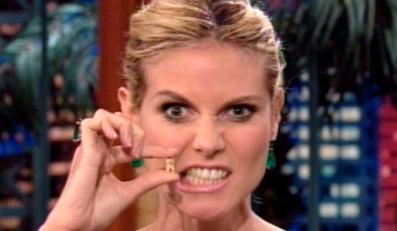 Heidi Klum pokazała w telewizji swoje żółte zęby
