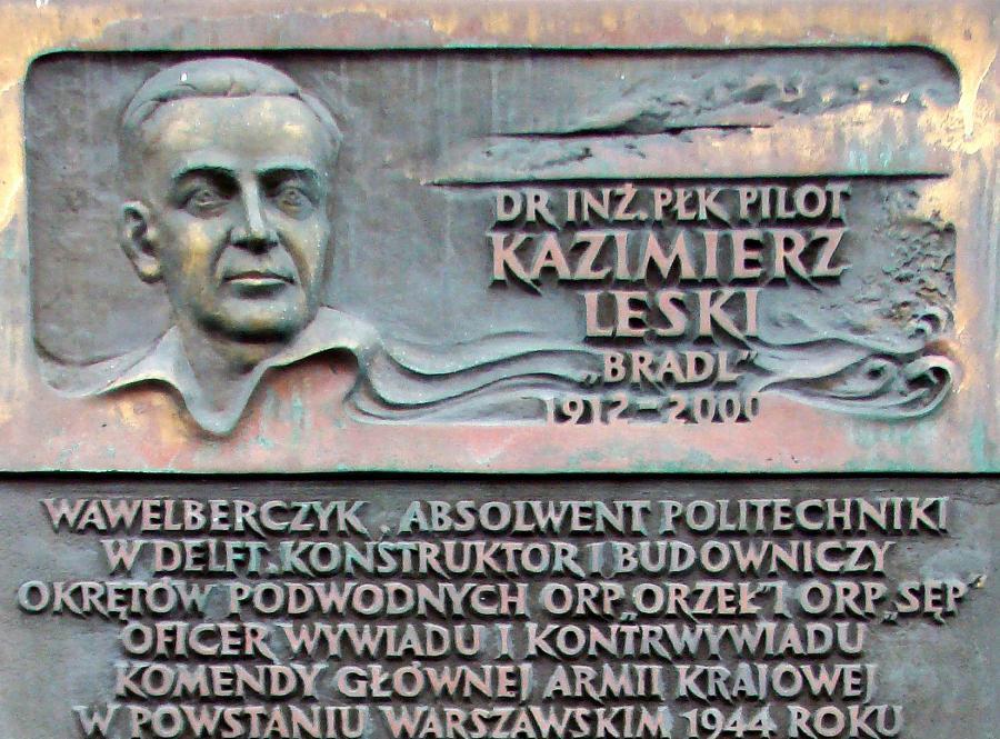 Płyta pamiątkowa poświęcona Kazimierzowi Leskiemu