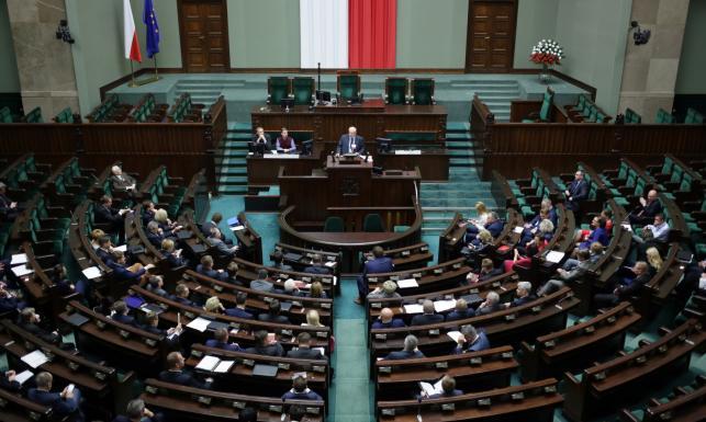 Szkolenie dla nowych posłów. W Sejmie m.in. Gliński, Liroy, Kukiz i Krzywonos. ZDJĘCIA