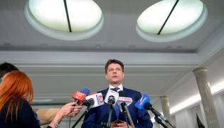 Lider Nowoczesnej Ryszard Petru podczas konferencji prasowej w Sejmie