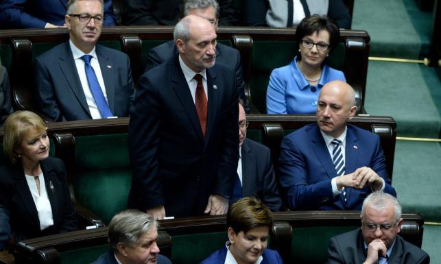 Nowy Sejm, nowy Senat. Gorący dzień na Wiejskiej. ZDJĘCIA