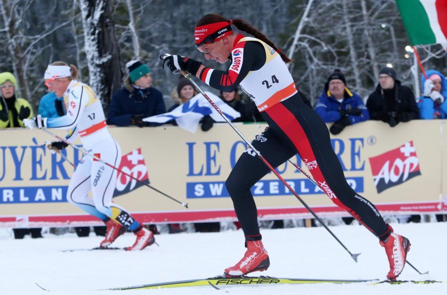 Justyna Kowalczyk na trasie biegu na 10 km techniką klasyczną na dochodzenie w zawodach Pucharu Świata w biegach narciarskich w fińskim Kuusamo