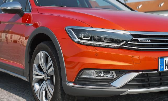 Volkswagen passat alltrack - nowy hak na polskich kierowców. W środku technologia rodem z armii