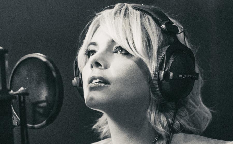 Ania Dąbrowska śpiewa dla naiwnych marzycieli
