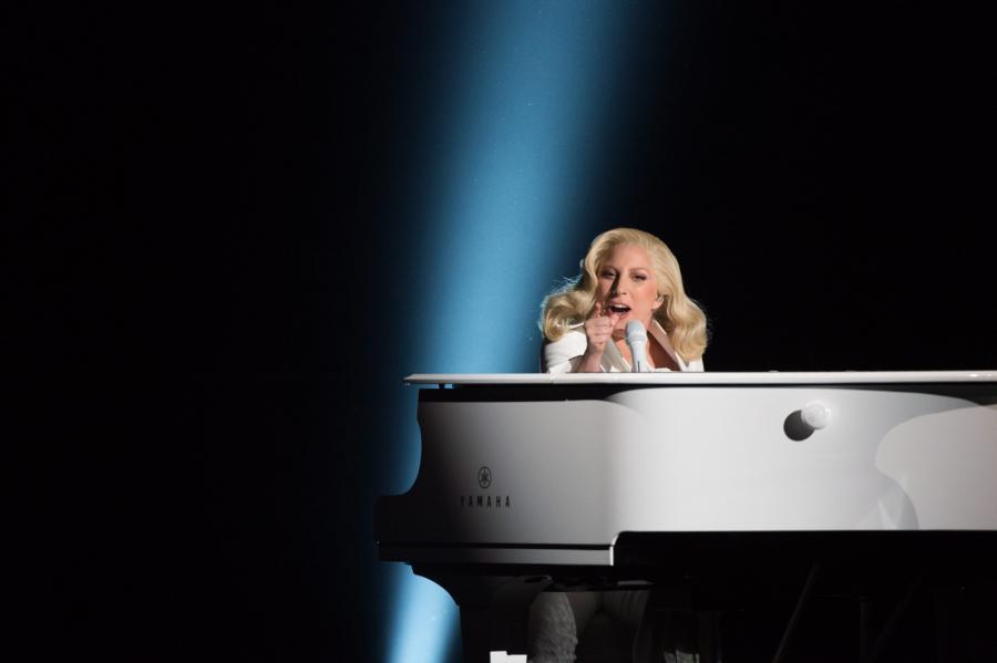 Publiczność nagrodziła Lady Gagę owacją na stojąco