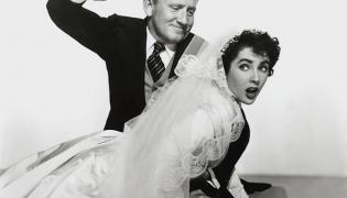 """Elizabeth Taylor (tu ze Spencerem Tracym w filmie """"Ojciec narzeczonej"""")"""