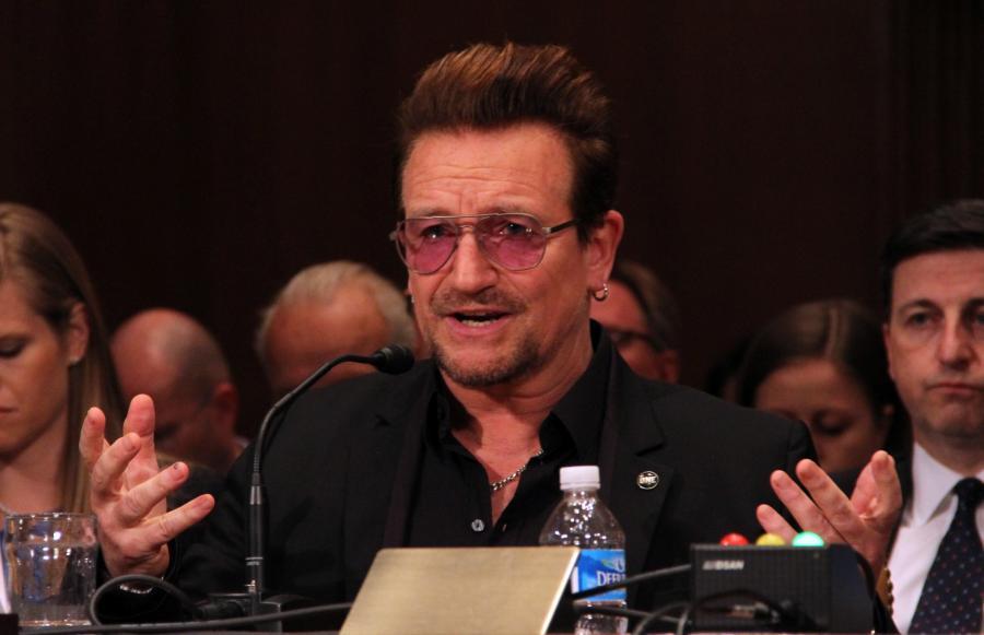 Bono podczas wystąpienia w amerykańskim Kongresie