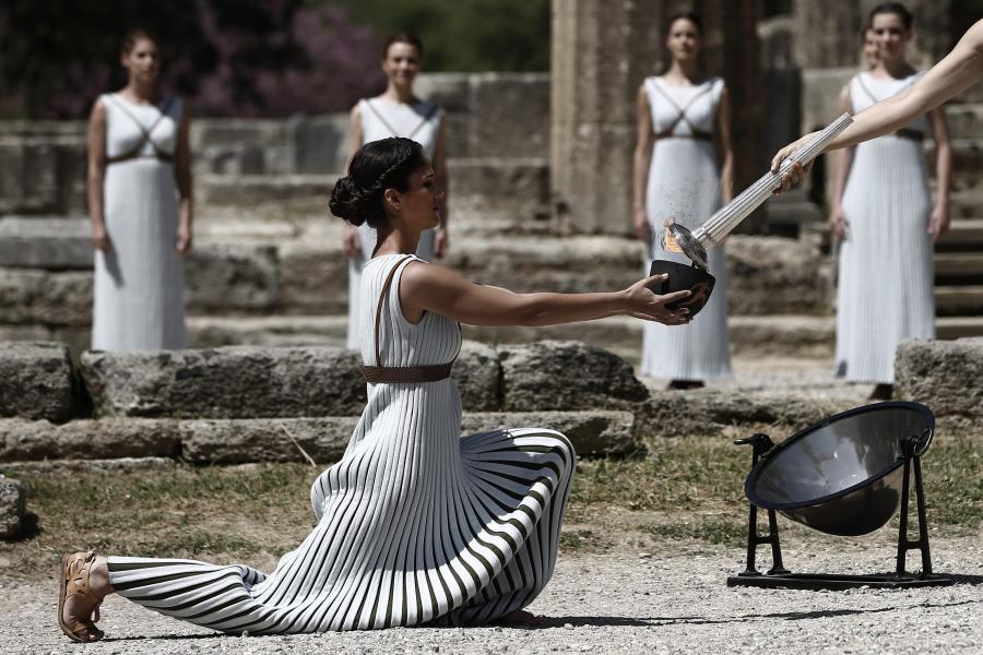W ruinach świątyni Hery wzniecony został olimpijski ogień