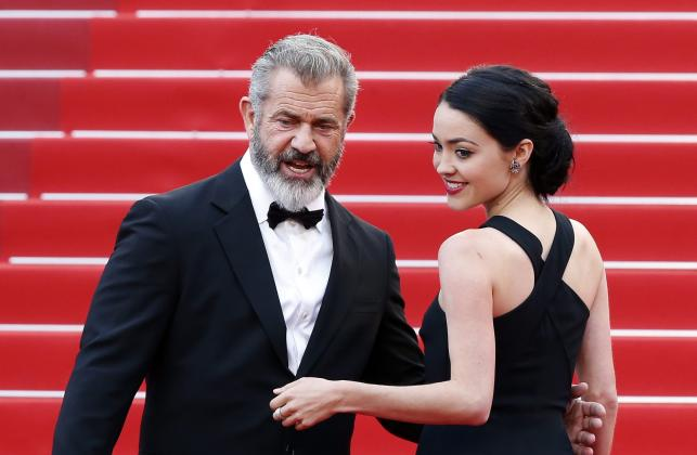Mel Gibson i Rosalind Ross na festiwalu w Cannes