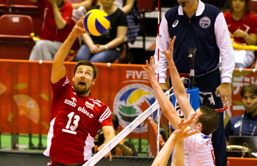 Michał Kubiak (L) i Francuz Benjamin Toniutti (P) podczas meczu Polska - Francja, w trakcie interkontynentalnego turnieju kwalifikacyjnego do Igrzysk Olimpijskich w Rio