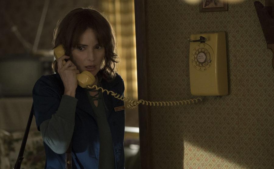 "Winona Ryder w serialu ""Stranger Things"""