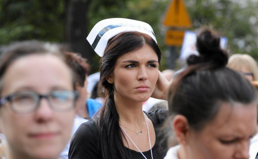 Protest pielęgniarek przed Kacelarią Premiera we wrześniu 2015 roku