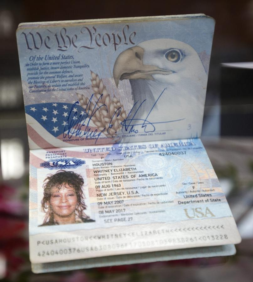 Paszport Whitney Houston na aukcji w Beverly Hills