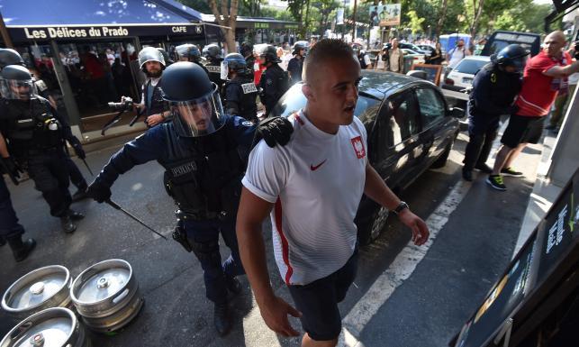 Nie wszyscy polscy kibice potrafili się zachować. Przepychanki na ulicach i stadionie w Marsylii. ZDJĘCIA