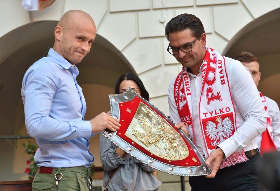 Michał Pazdan na Zamku Królewskim. Tak dziękowano mu za grę na Euro 2016