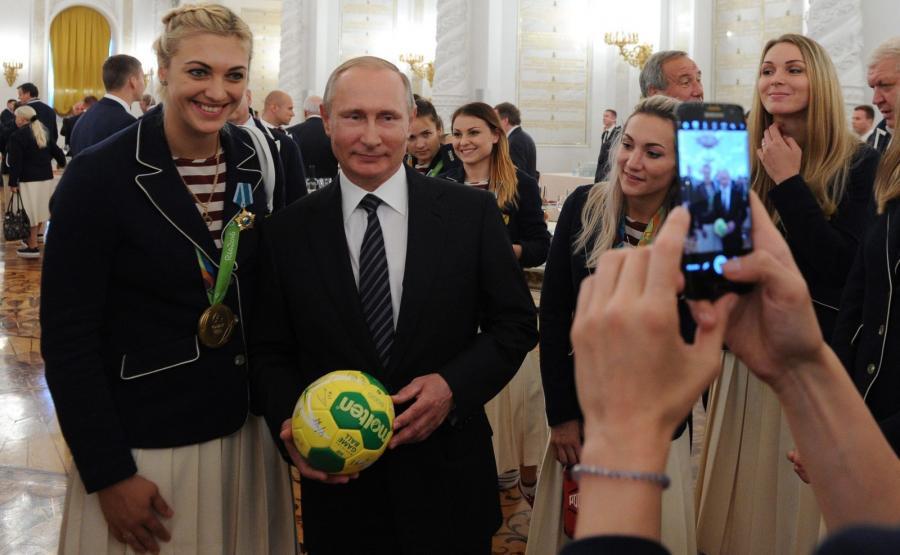 Putin obdarował rosyjskich olimpijczyków nowymi BMW