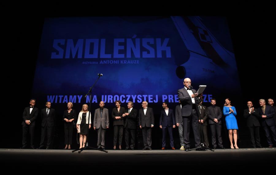"""Dziennikarz Jan Pospieszalski podczas uroczystej premiery filmu """"Smoleńsk"""""""