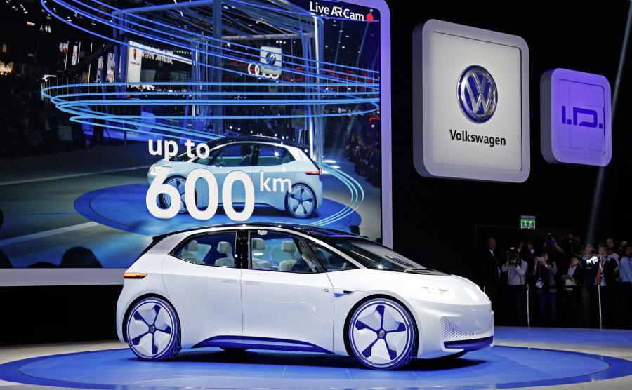 Pod koniec 2019 roku, czyli za nieco ponad rok, w Zwickau rozpocznie się produkcja modelu ID.1, pierwszego elektrycznego Volkswagena skonstruowanego w oparciu o modułową platformę dla aut elektrycznych (MEB). W fabryce ma powstawać sześć modeli elektrycznych trzech marek należących do koncernu. Maksymalna zdolność wytwórcza zakładu będzie wynosić od 1350 do 1500 aut dziennie i – prawdopodobnie – zostanie osiągnięta począwszy od 2021 roku
