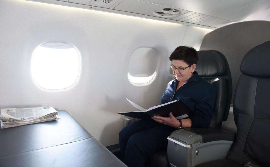 Premier Beata Szydło na pokładzie samolotu Embraer
