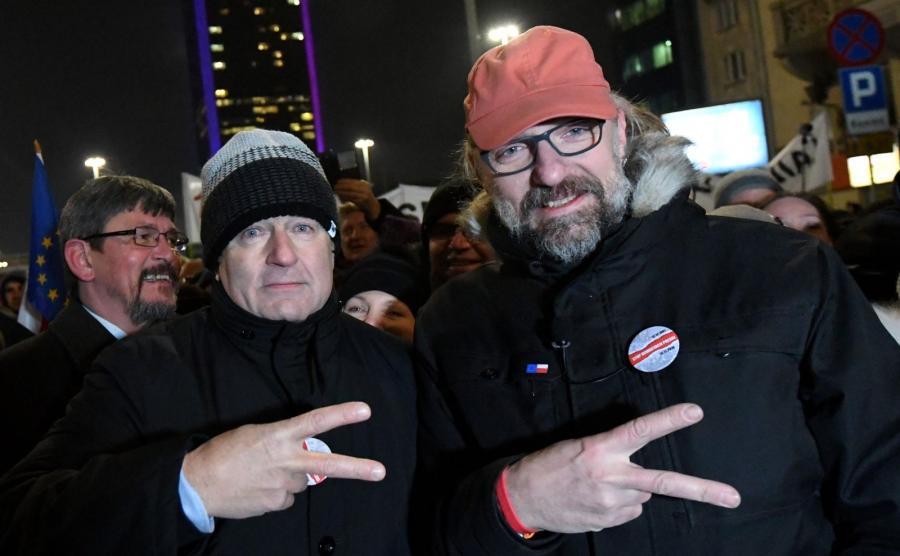 """Władysław Frasyniuk i Mateusz Kijowski na marszu Komitetu Obrony Demokracji """"Stop Dewastacji Polski!"""""""