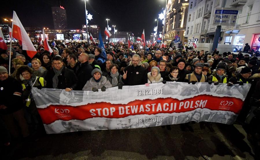 "Marsz Komitetu Obrony Demokracji ""Stop Dewastacji Polski!"""