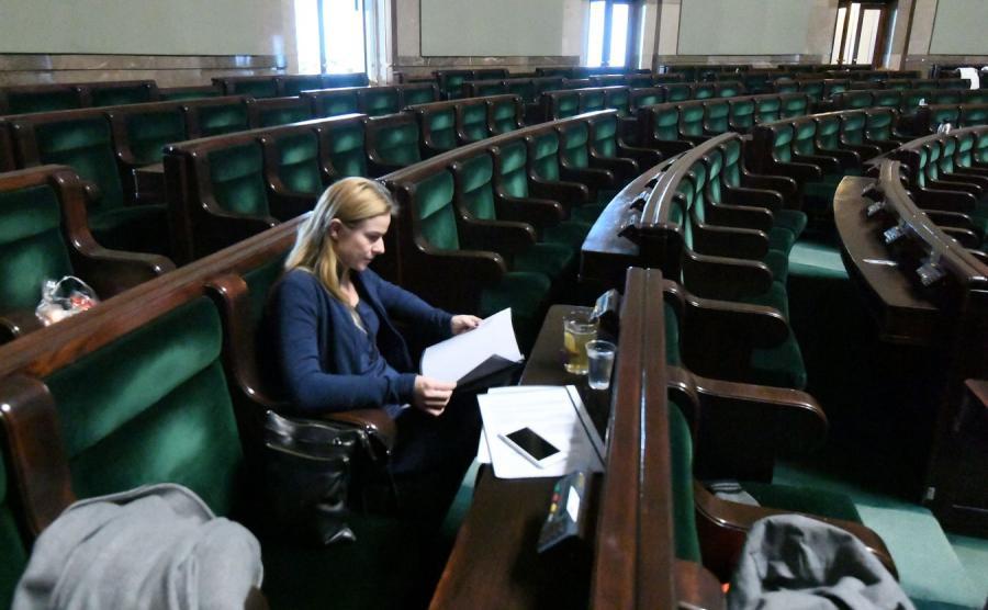 Posłanka Nowoczesnej Joanna Schmidt na sali plenarnej w Sejmie