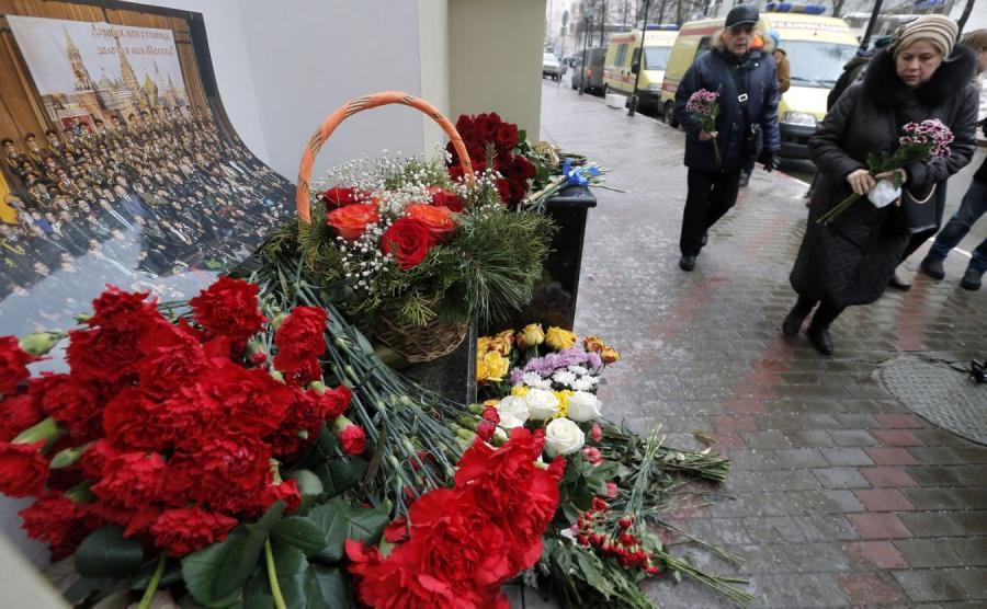 Kwiaty przed siedzibą Chóru Aleksnadrowa