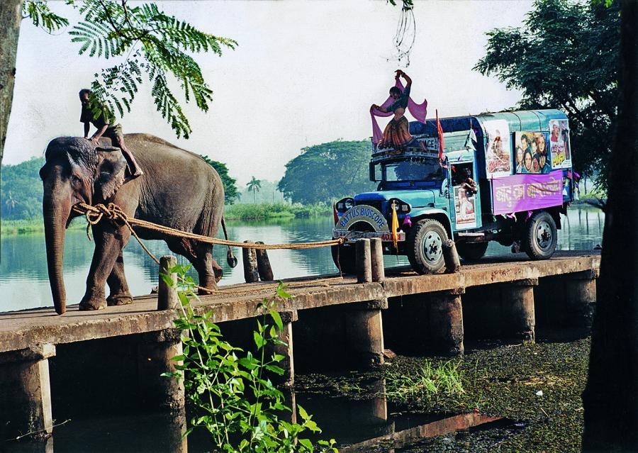 Kiniarze z Kalkuty. Scena-żart ze słoniem w roli głównej