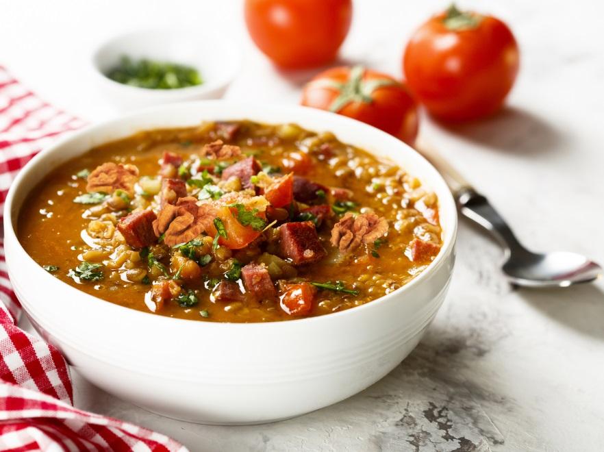 Zupa z soczewicy z orzechami włoskimi