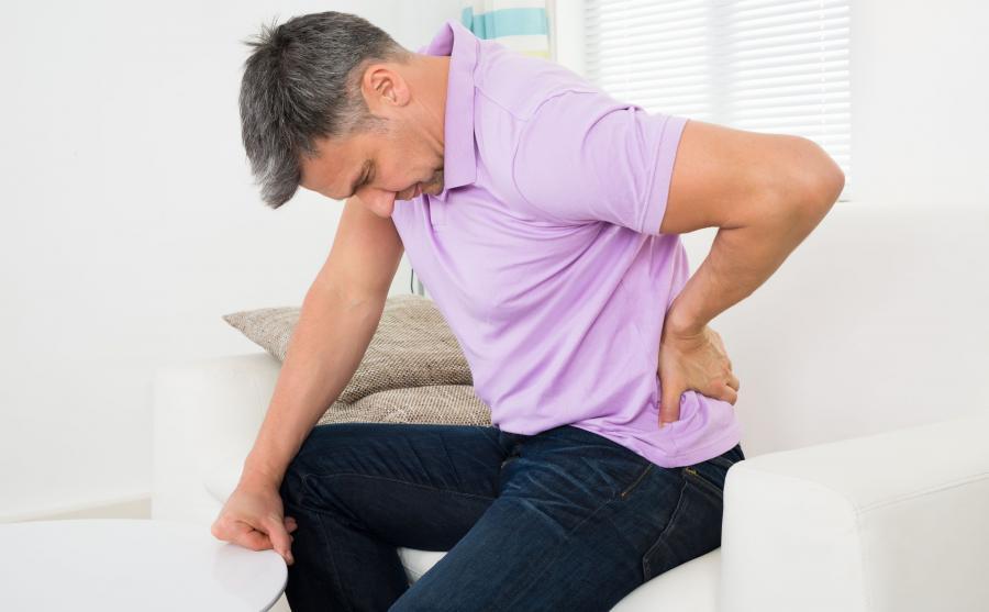 Mężczyznę bolą plecy
